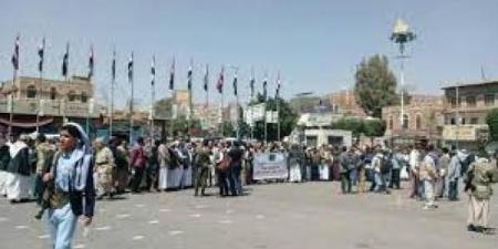 بالصور.. تأهب وتجهيزات حوثية جديدة في ميدان التحرير ... ومواطنون يكشفون ما يحدث!!