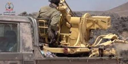 الجيش يعلن اقتحام 6 مواقع عسكرية للمليشيات الحوثية