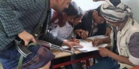 مليشيا الحوثي ''تمتحن'' مقاتليها بطريقة خاصة .. وتكافئهم بمقاعد دراسية مجانية
