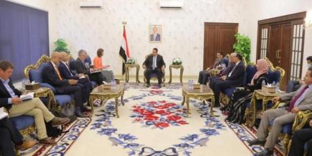 تغير واضح في الخطاب الدبلوماسي مع الحكومة اليمنية .. تزامنًا مع تراجع قوات الشرعية في مارب