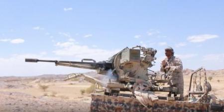 """الكشف عن أسباب انسحاب الجيش من جبهات مديرية """"جبل مراد"""" التي سيطر عليها الحوثيين دون قتال"""