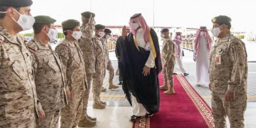 الامير خالد بن سلمان يقف على جاهزية القوات البرية السعودية