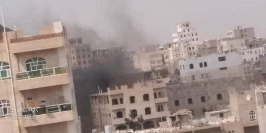 اشتباكات دامية في صنعاء بمختلف الأسلحة ومصرع مسؤولين حوثيين وإحراق منزل مواطن (أسماء)