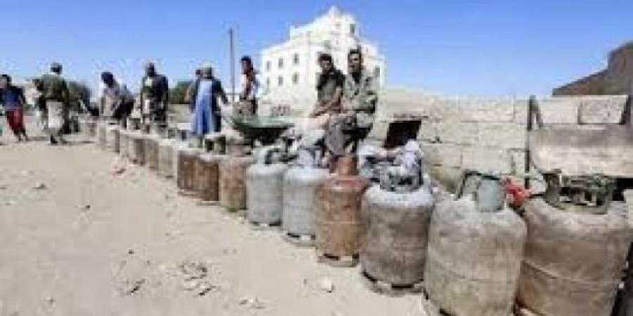 أزمة غاز منزلي خانقة بصنعاء وعمران تدفع بحشود جديدة نحو جبهات مارب