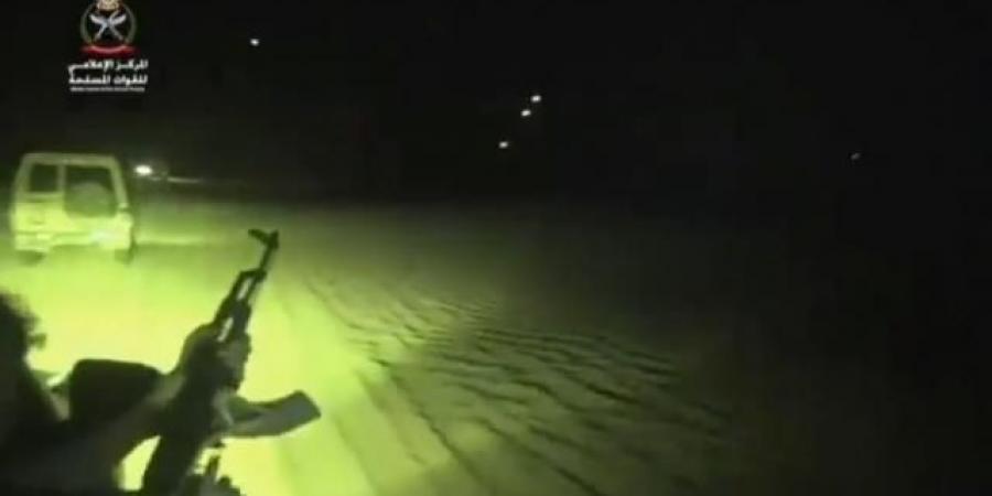 شاهد بالفيديو.. وصول تغزيزات عسكرية وقوات ضاربة للجيش الوطني وانقلاب موازين المعركة في مأرب