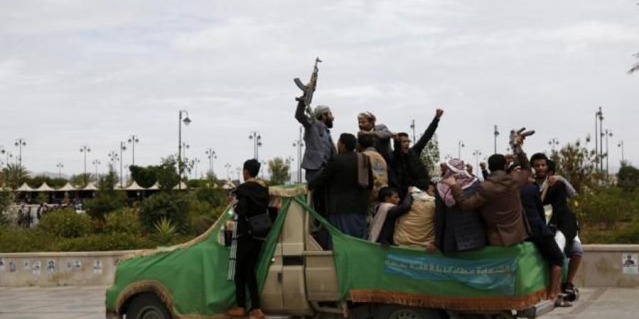 """شاهد.. صيد """"ثمين"""" وكبير من الحوثيين بيد الجيش الوطني (صور)"""