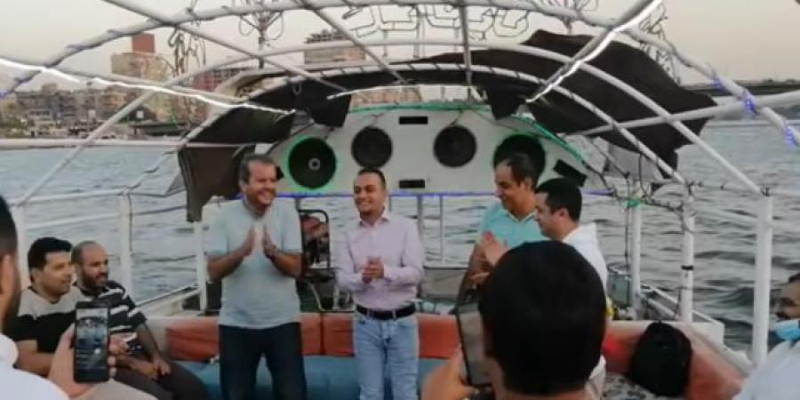 شاهد بالفيديو ... أحد الصحفيين المحررين من سجون الحوثي يحتفل بعقد قرانه على النيل