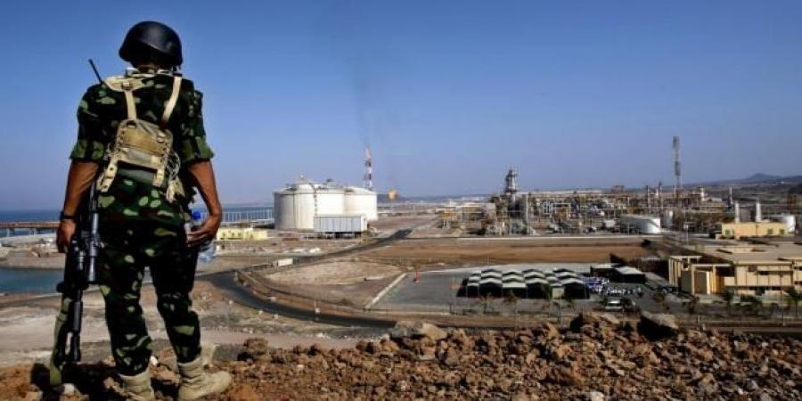 صحفي في رئاسة الجمهورية اليمنية يتهم الامارات بالتسبب في خسائر بمليارات الدولارات لليمن