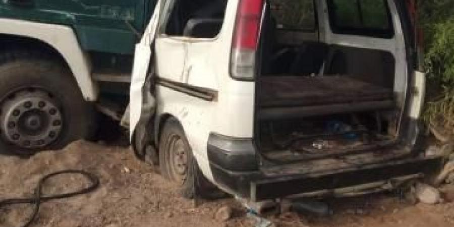 وفاة خمسة يمنيين وإصابة آخرين إثر حادث مروري مروع في الساحل الغربي