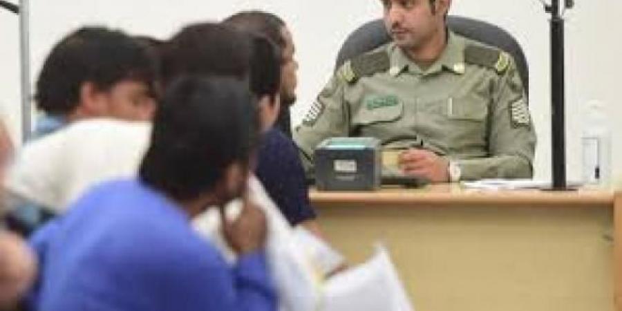 مسؤول حكومي يدعو الرئيس هادي للتحرك العاجل بشأن المغتربين اليمنيين في السعودية