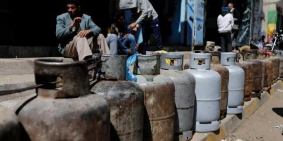 مواطنون في صنعاء يتفاجئون بشروط حوثية جديدة ومستفزة للحصول على الغاز المنزلي