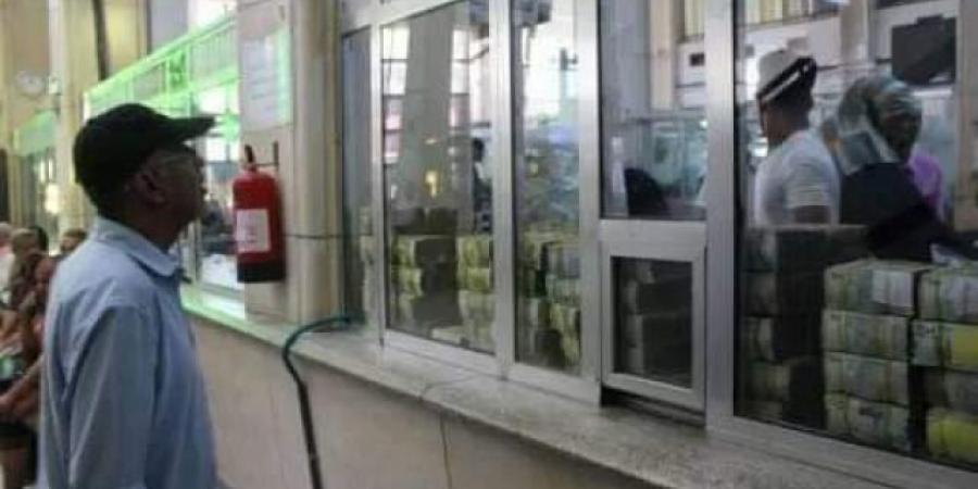إطلاق رصاصة الرحمة على الريال اليمني .. خطوة خطيرة تستهدف الاقتصاد وتضرب العملة المحلية في مقتل