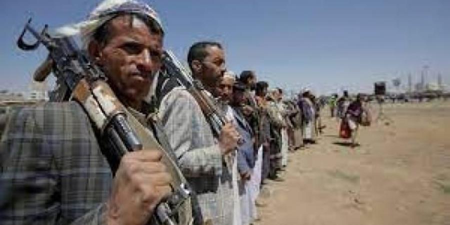 وسط تبادل الاتهامات فيما بينهم..العثور على قيادي حوثي مضرجا بالدماء وعليه آثار تعذيب