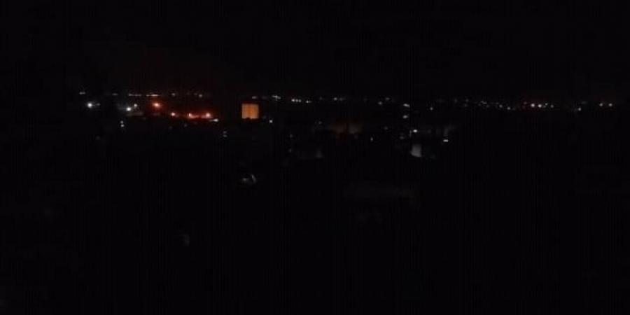 """عدن تغرق في الظلام ... شاهد الوضع المأساوي لسكان العاصمة المؤقتة """"صور"""""""
