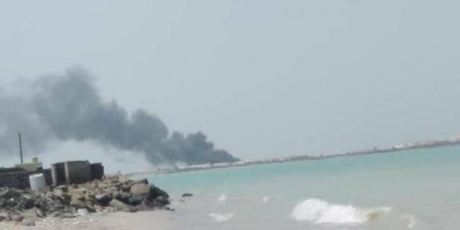 بعد دقائق من افتتاحه ... ميليشيا الحوثي تستهدف ميناء المخا والقوات المشتركة تكشف ما حدث...