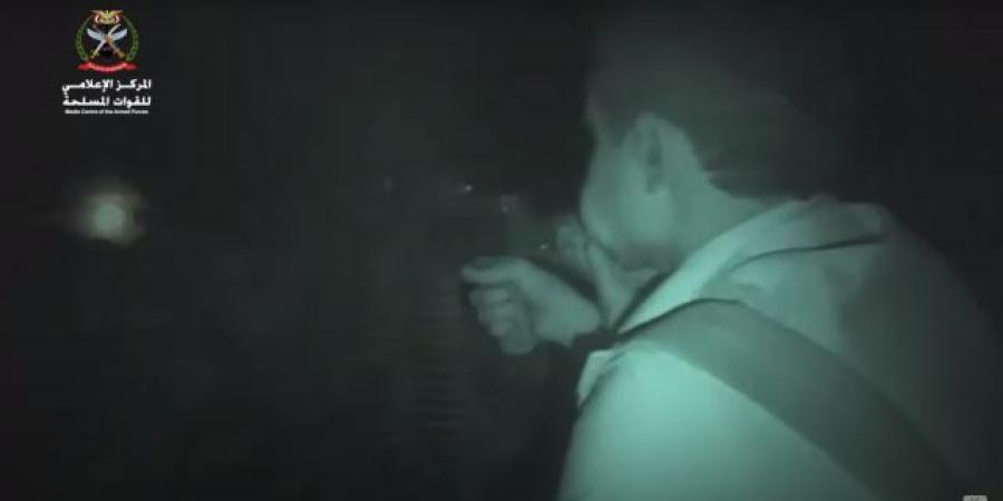 بالفيديو: شاهد لحظات رعب يعيشها الحوثيون مساء اليوم في جبهات مأرب