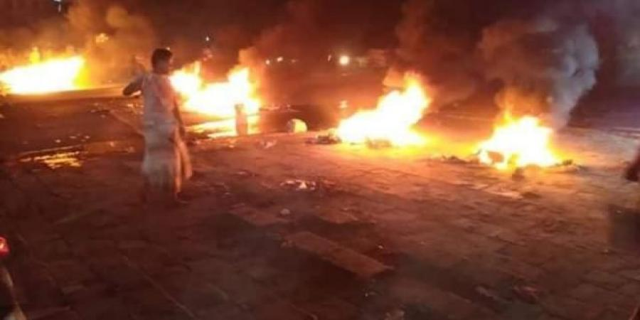 استمرار الاحتجاجات بمدينة المكلا ...واندلاع حريق في ثانوية للبنات