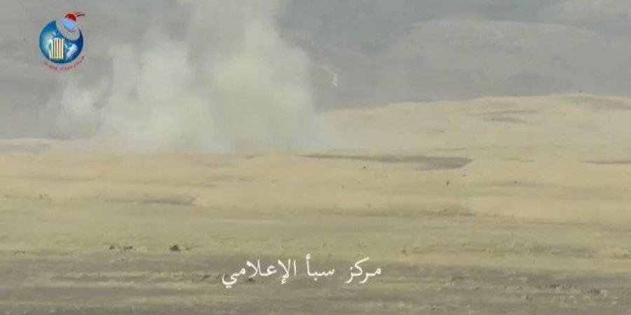 فيديو يحبس الأنفاس.. شاهد لحظة اصطياد قناص الحوثيين في جبهة الكسارة