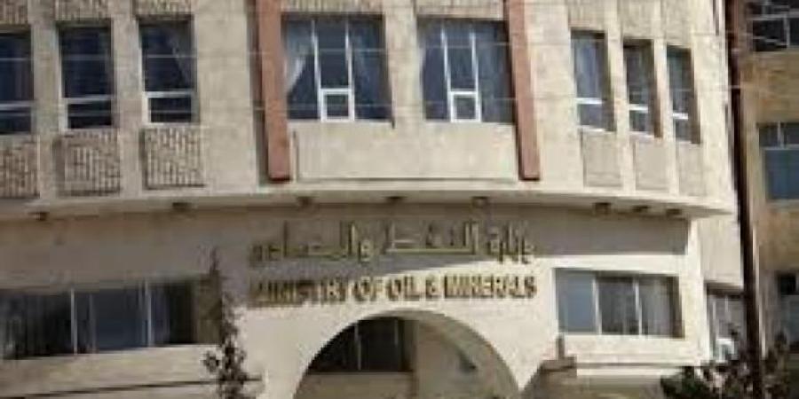 ميليشيا الحوثي تستبدل 500 موظف في النفط خلال أسبوع