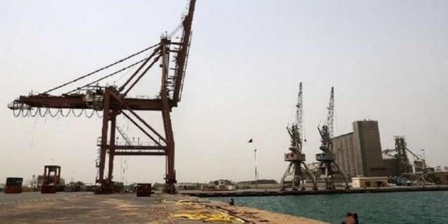 """ميليشيا الحوثي تعلن وصول أول سفينة محملة بالحاويات إلى ميناء الحديدة قادمة من جدة """"صورة"""""""