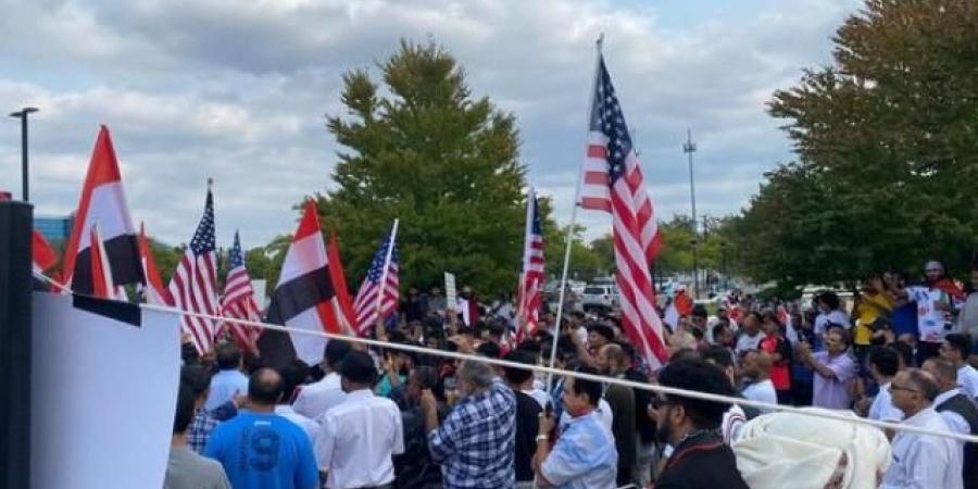 بالصور.. مظاهرة غاضبة في أمريكا منددة بمقتل ''السنباني'' .. وعضو الكونغرس تطالب الإدارة الأمريكية بالتدخل