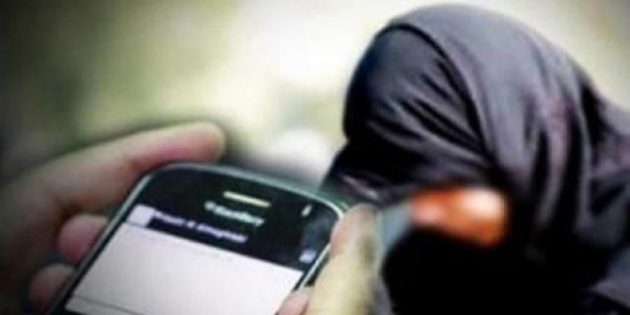 وثيقة قبلية في صنعاء تمنع النساء من استخدام الهواتف الذكية ومساحيق التجميل وركوب السيارات