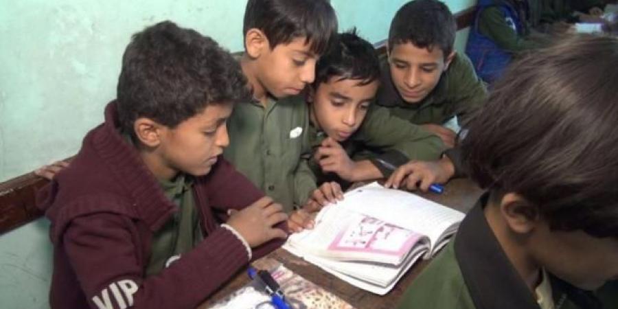 تحريف واضح للقرآن الكريم في المنهج المدرسي للحوثيين (صور)