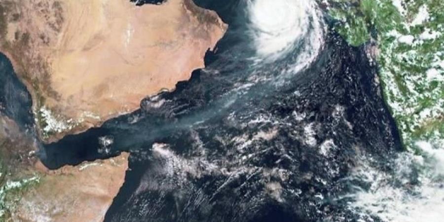 منخفض مداري ماطر يضرب سواحل اليمن الشرقية خلال الساعات القادمة