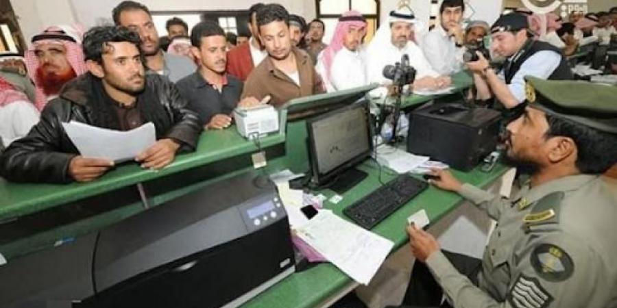 الحكومة الشرعية تعلن عن تحركات لحل قضايا المغتربين اليمنيين في السعودية