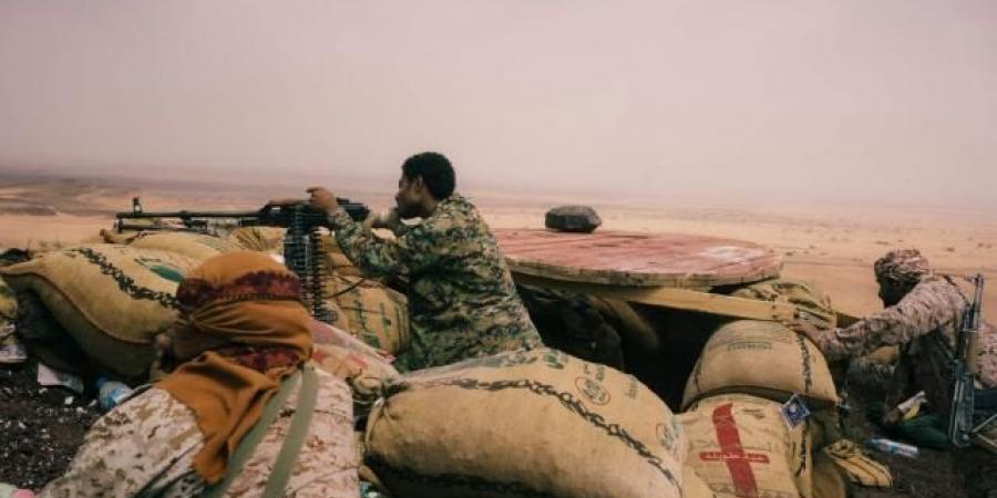 """نكسة هائلة أم سيطرة كاملة؟.. الجيش اليمني يعيق تقدم الحوثيين نحو مدينة مارب و""""مقاتلات التحالف """" تكبحهم لكنها بلا جاذبية لطردهم (ترجمة خاصة)"""