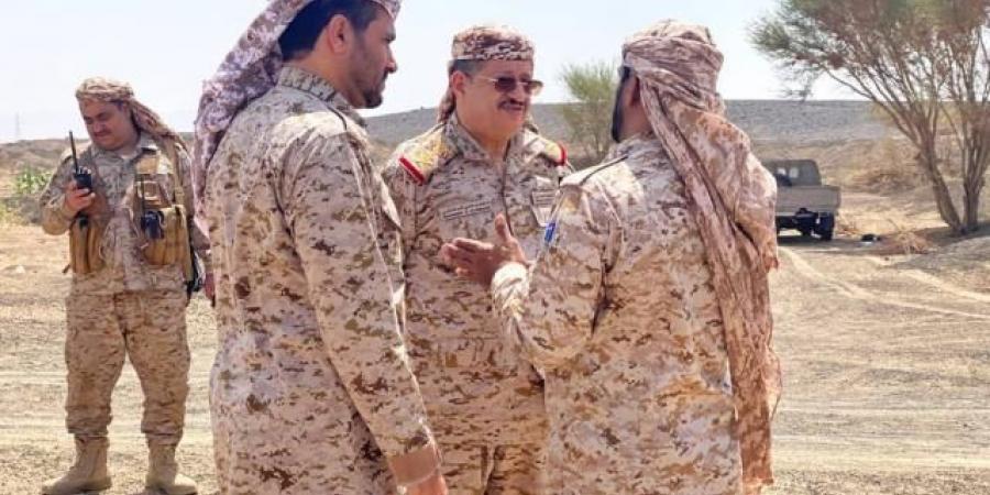 """من الجبهات ... توجيهات عسكرية لوزير الدفاع """"المقدشي"""" لقادة وجنود الجيش بشأن """"المعركة المصيرية"""""""