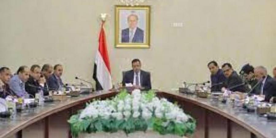 """""""الحكومة"""" تحذر من مخطط حوثي خطير يستهدف المناطق المحررة"""