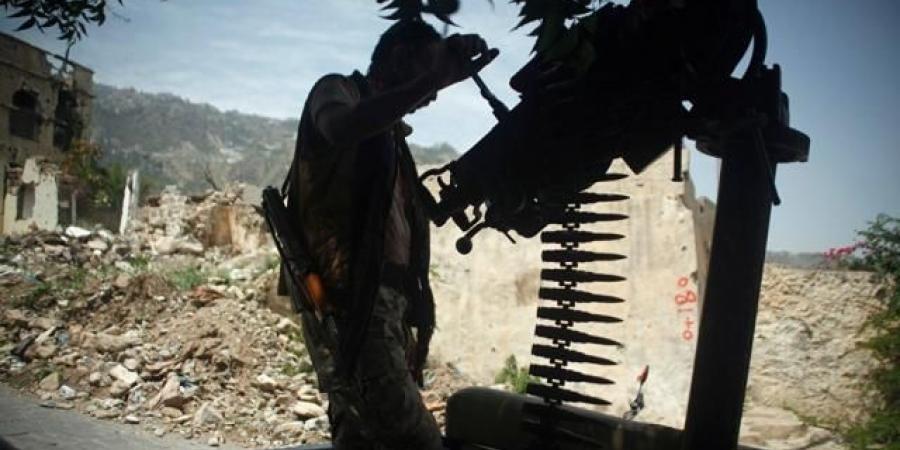 """معارك عسكرية شرسة ومحاولات """"كسر العظم"""" بين الحوثيين والجيش في محافظة تعز"""