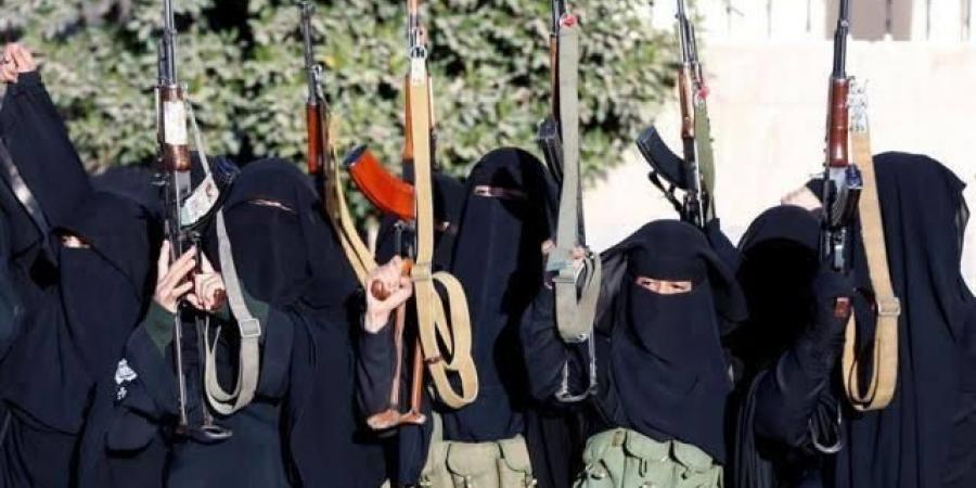 بعد اعتقاله من قبل المليشيات ...زينيبيات الحوثي ينهبن منزل شيخ سلفي في صنعاء