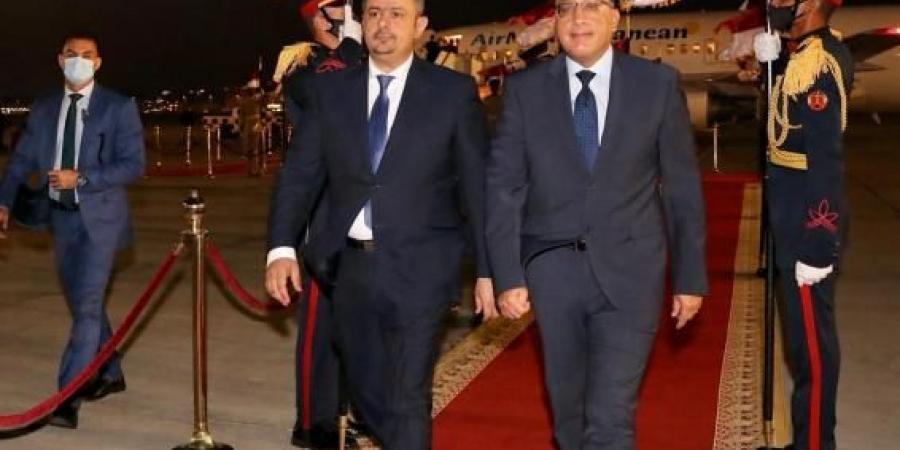 رسميًا.. الشرعية تكشف عن أسباب مغادرة رئيس الوزراء من عدن بعد الهجوم على موكب لملس وقيادات حكومية
