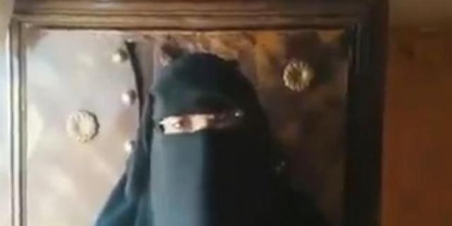 شيخ قبلي بصنعاء يختطف ويحبس مواطن في سجنه الخاص .. شاهد زوجته وبناته يطلقن نداء استغاثة