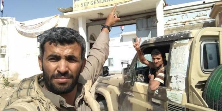 مصدر ميداني يفجر مفاجأة صادمة لأنصار الحوثي بشأن سقوط مديرية الجوبة