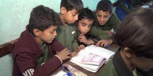 """بعد استهداف """"أبو بكر الصديق"""".. العثور على فضيحة """"حوثية"""" جديدة في المنهج المدرسي (صورة)"""